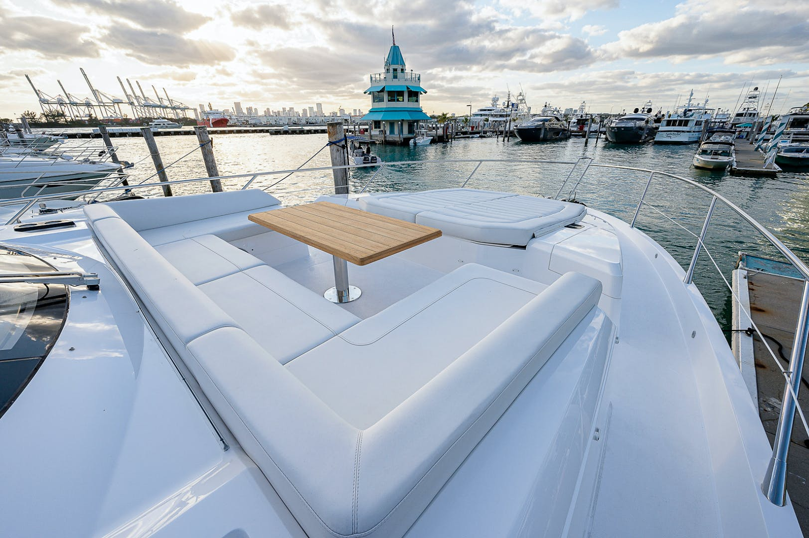 2019 Sunseeker 74' PREDATOR 74  | Picture 3 of 53