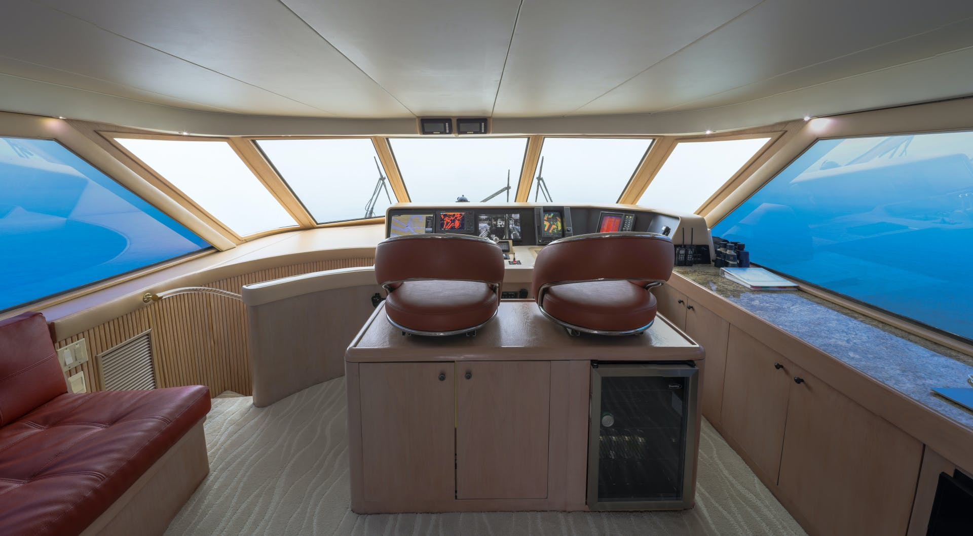1995 Hatteras 82' Convertible LADY LILA | Picture 4 of 42
