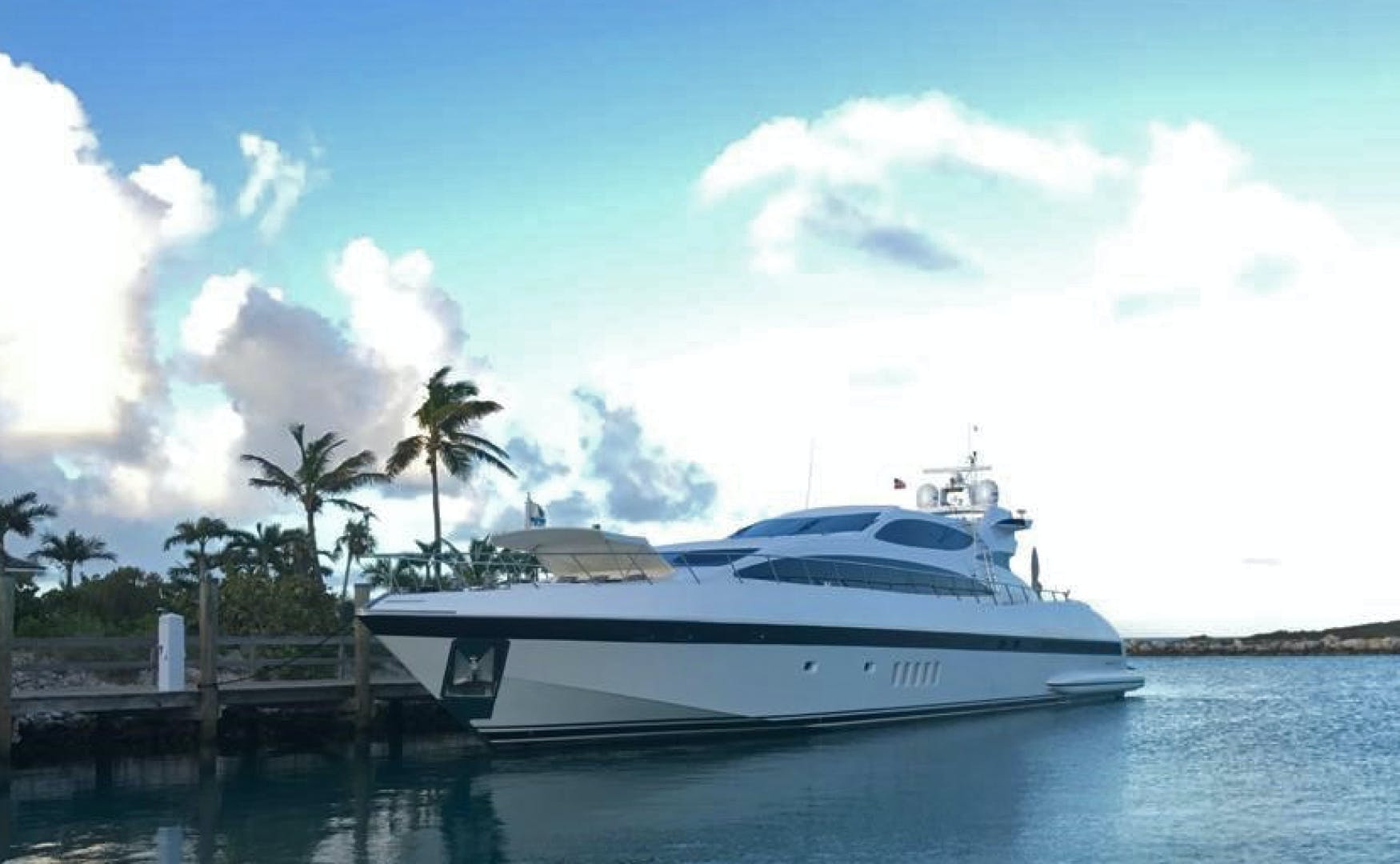 2004 Mangusta 105'  Eye Play   Picture 3 of 27