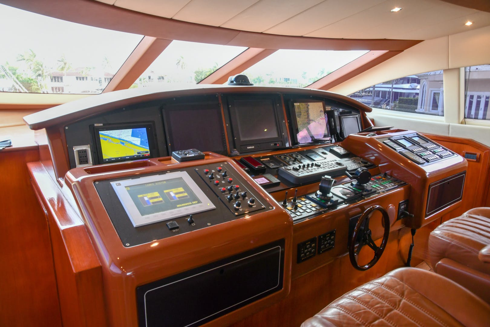 2004 Mangusta 105'  Eye Play   Picture 4 of 27