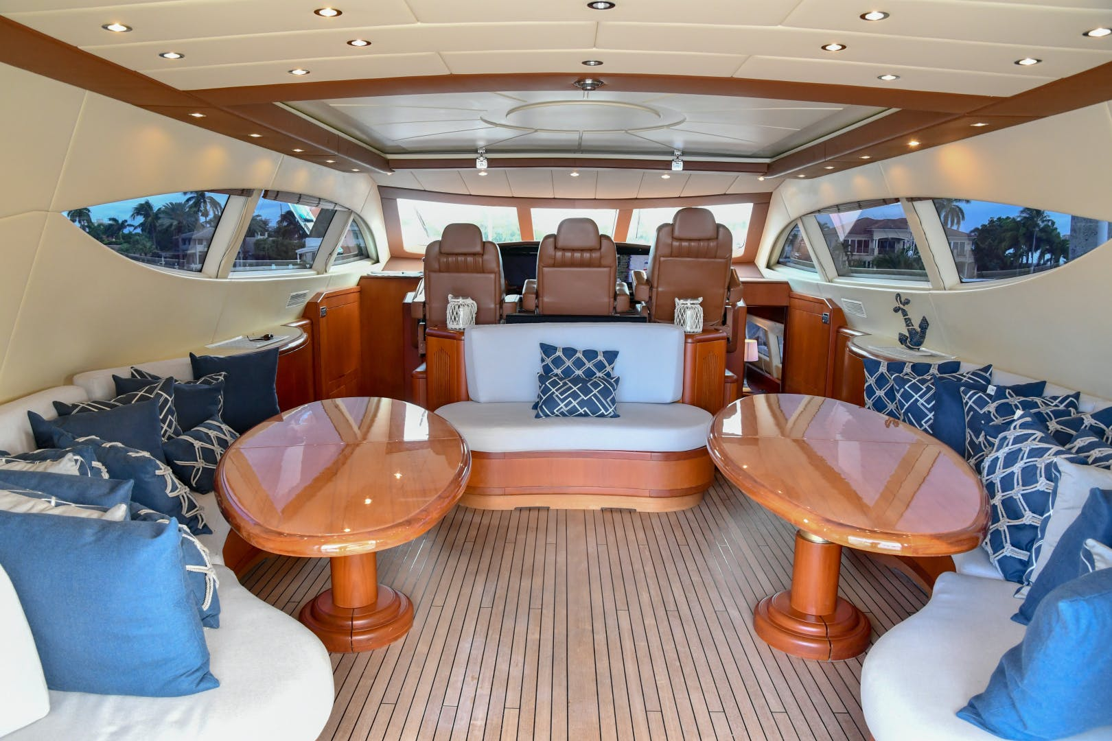 2004 Mangusta 105'  Eye Play   Picture 8 of 27