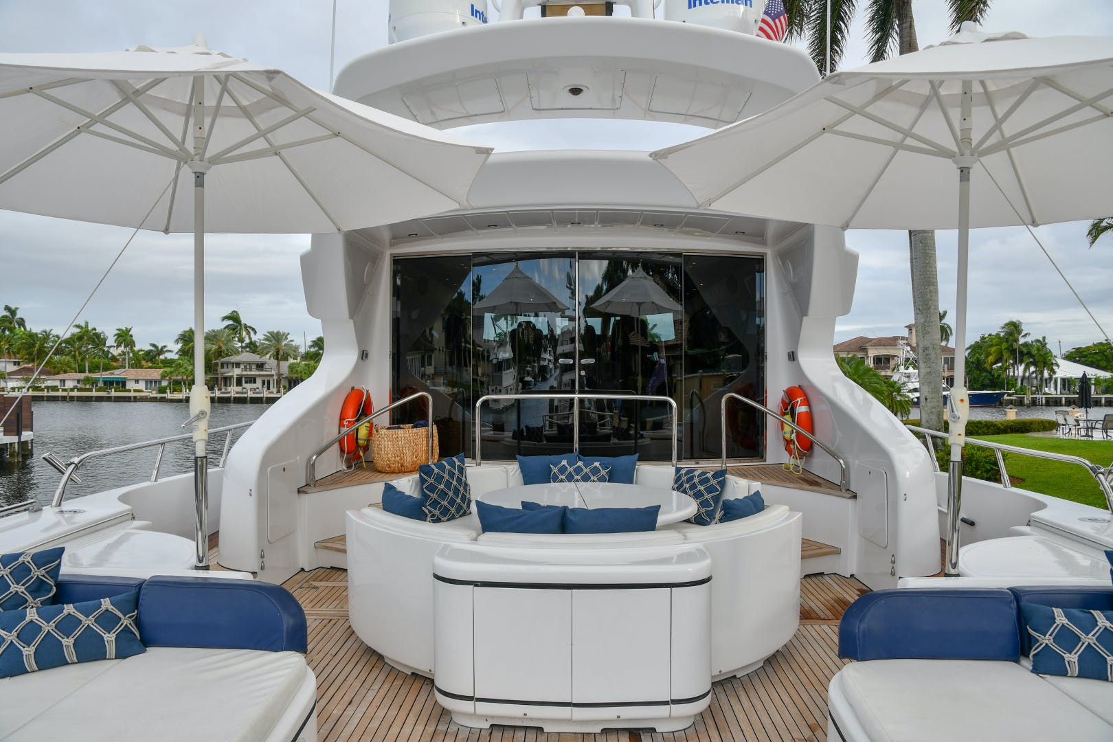 2004 Mangusta 105'  Eye Play   Picture 6 of 27