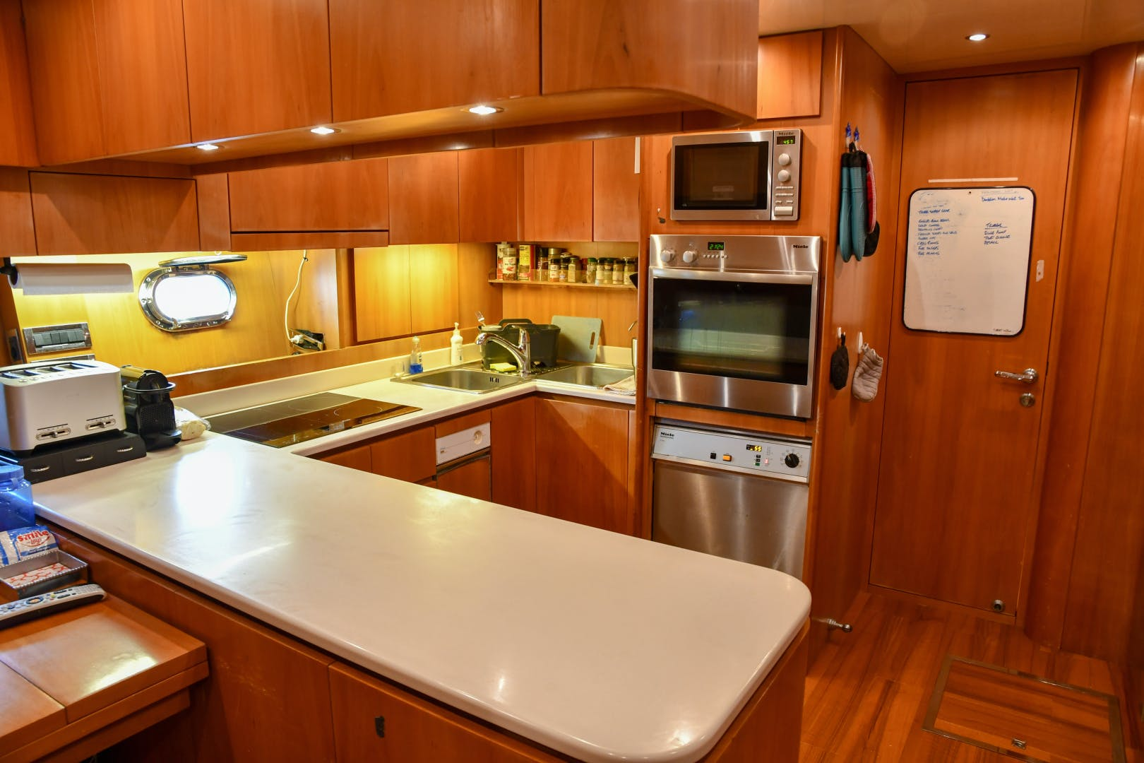 2004 Mangusta 105'  Eye Play   Picture 5 of 27
