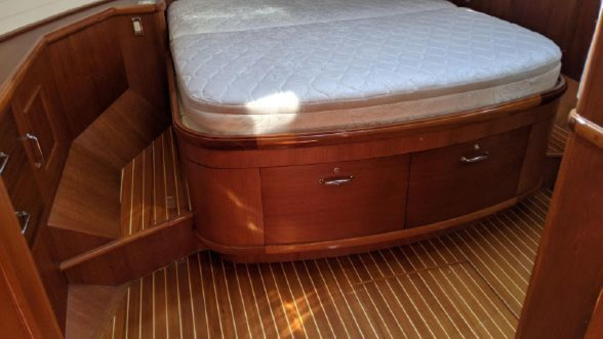 2006 Grand Banks 47'   | Picture 5 of 47