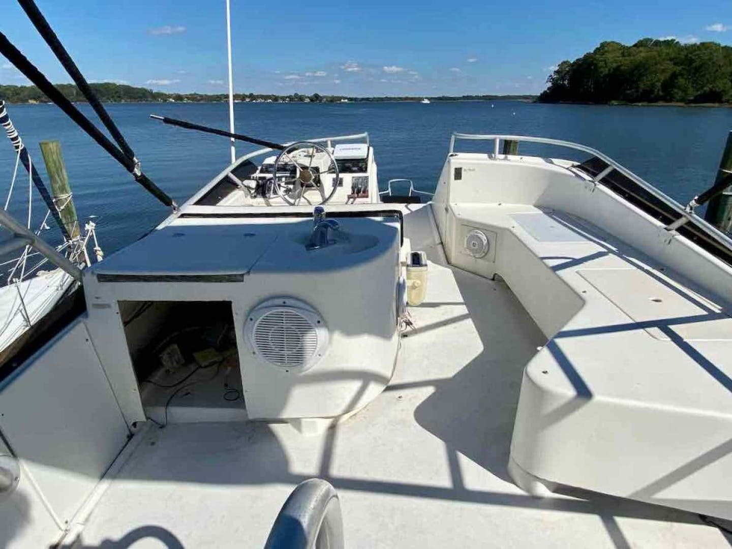 1990 Luhrs 34' 3400  Bottom's Up | Picture 5 of 95