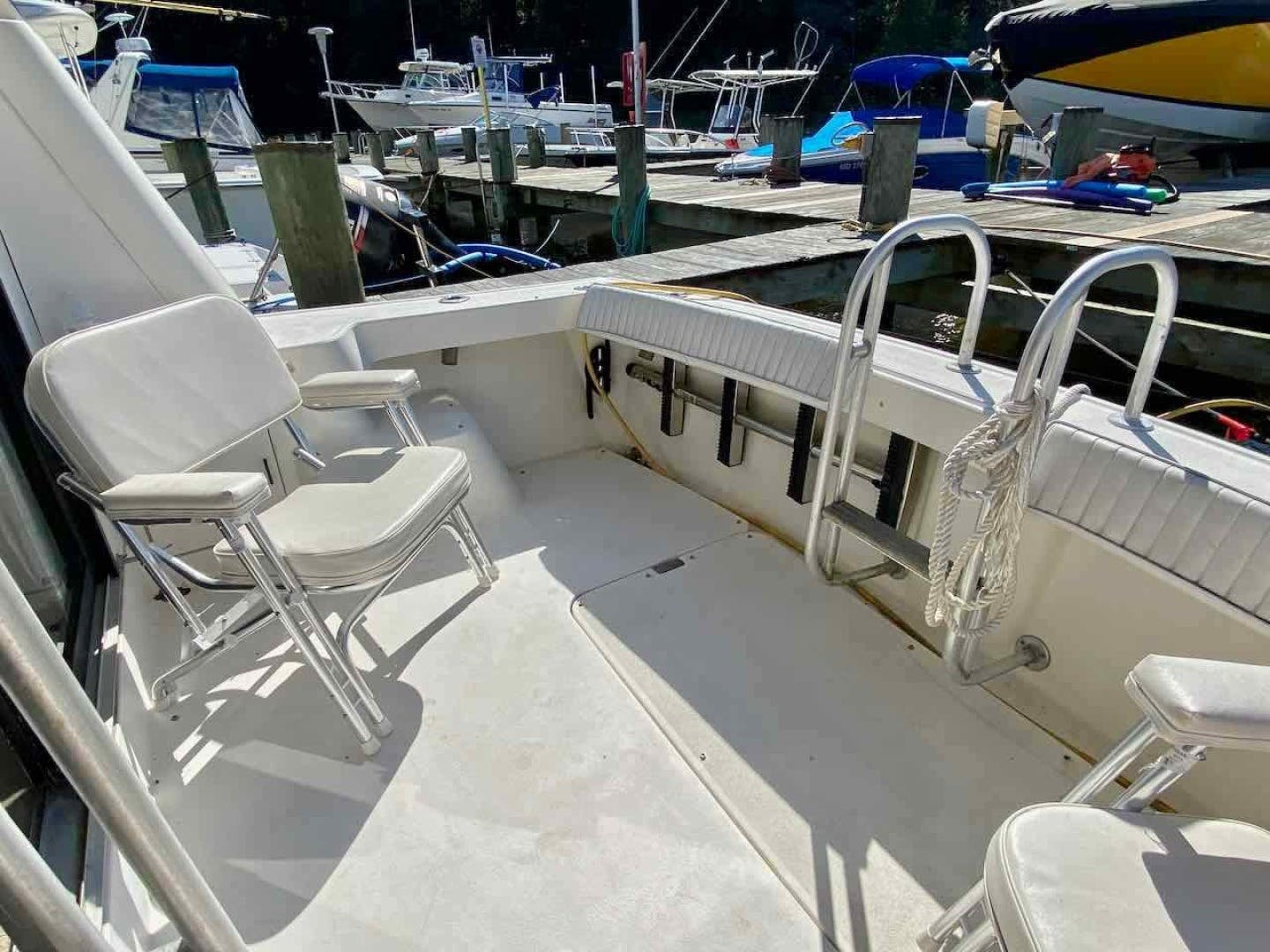 1990 Luhrs 34' 3400  Bottom's Up | Picture 8 of 95