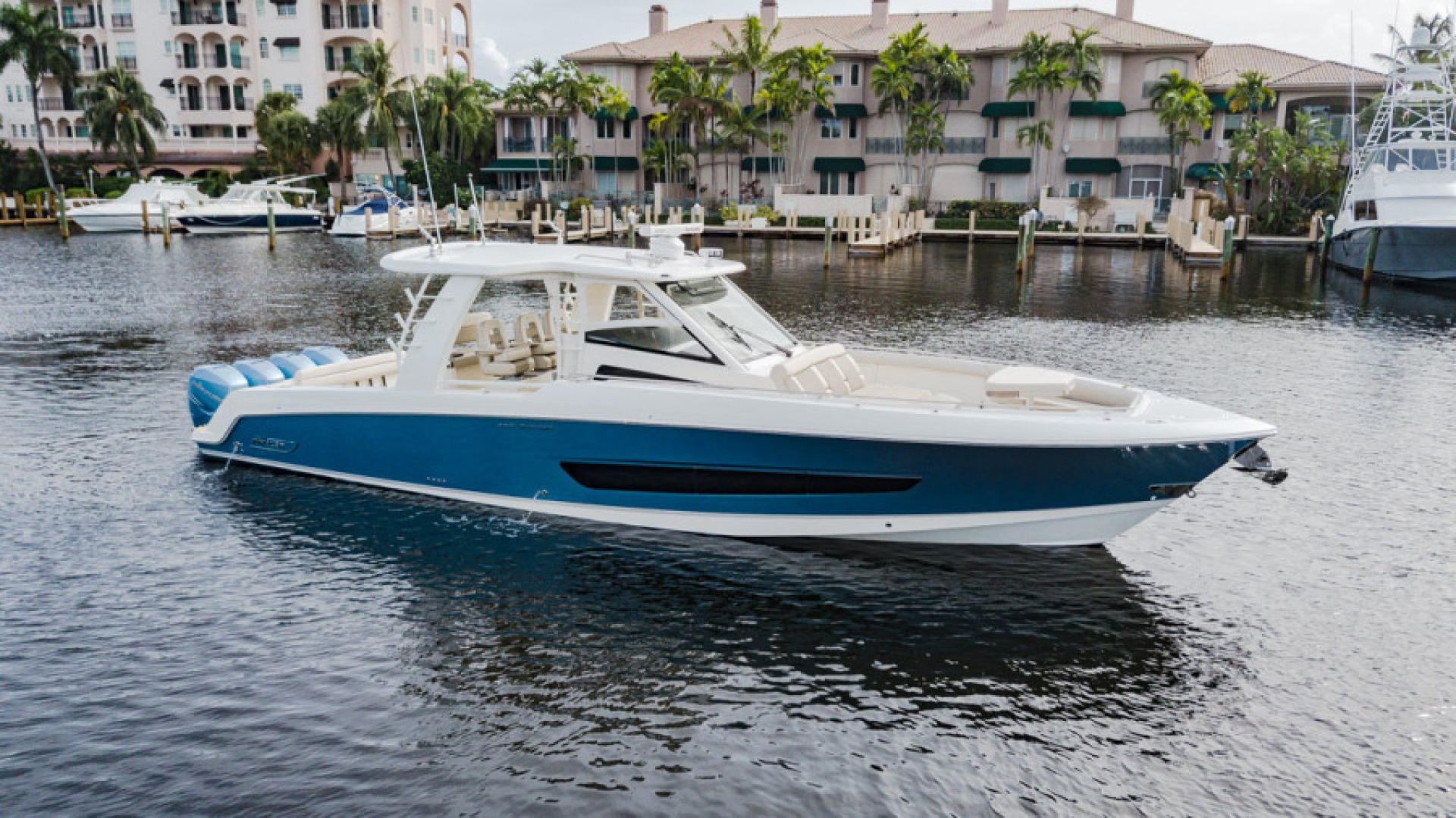 42' Boston Whaler 2017 420 Outrage Boss Hawg