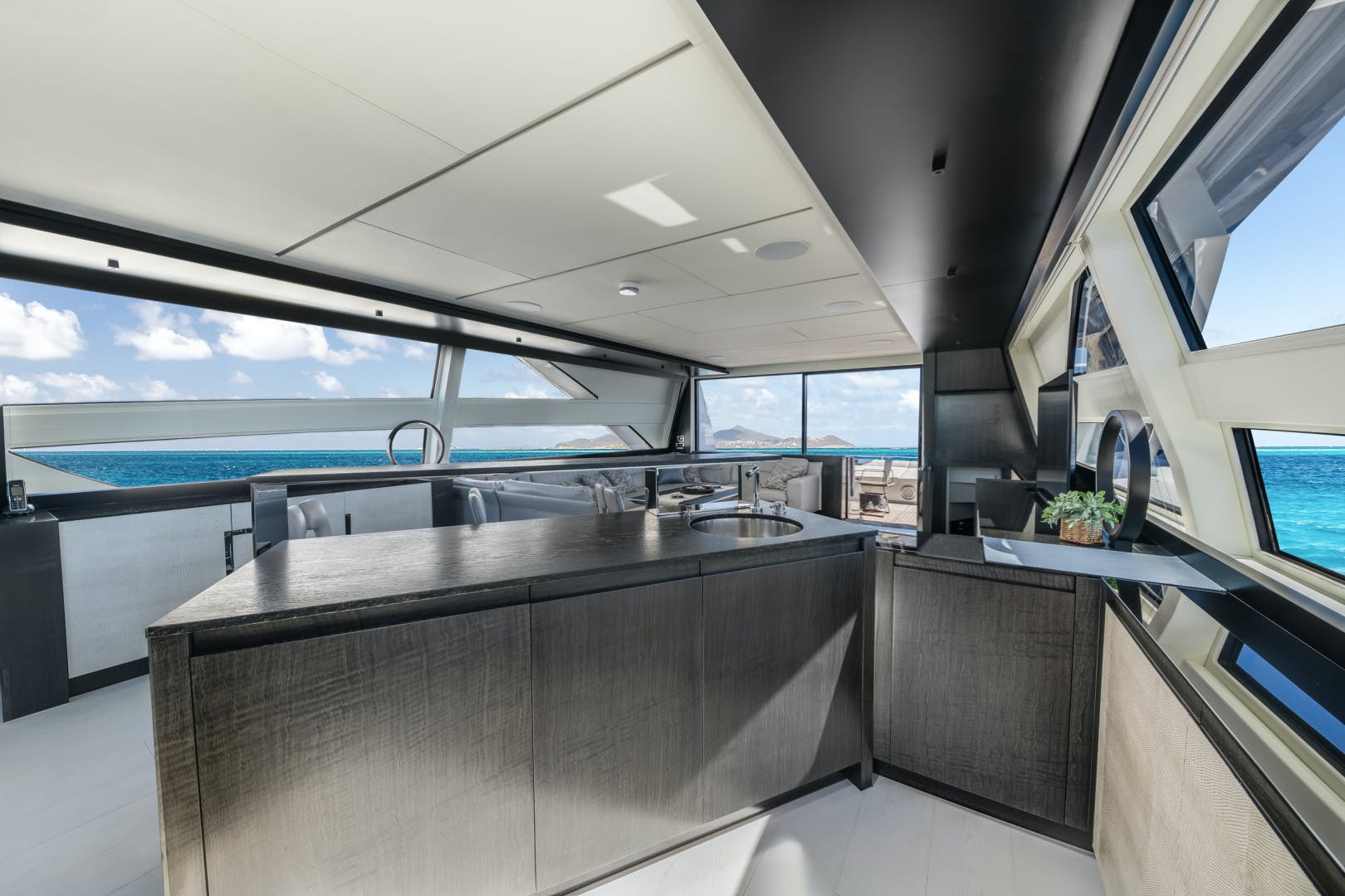 2020 Pershing 92' 9X Q | Picture 6 of 27