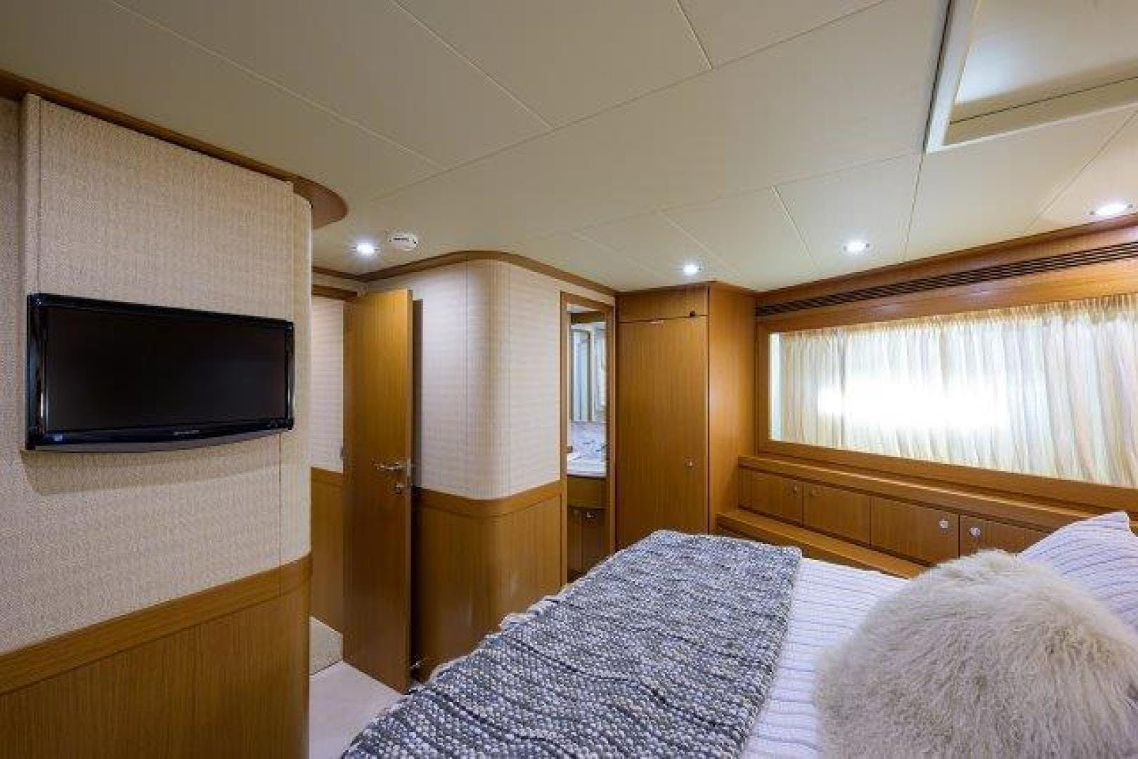 2010 Ferretti Yachts 84' Altura 840 MISS ALLIED | Picture 5 of 76