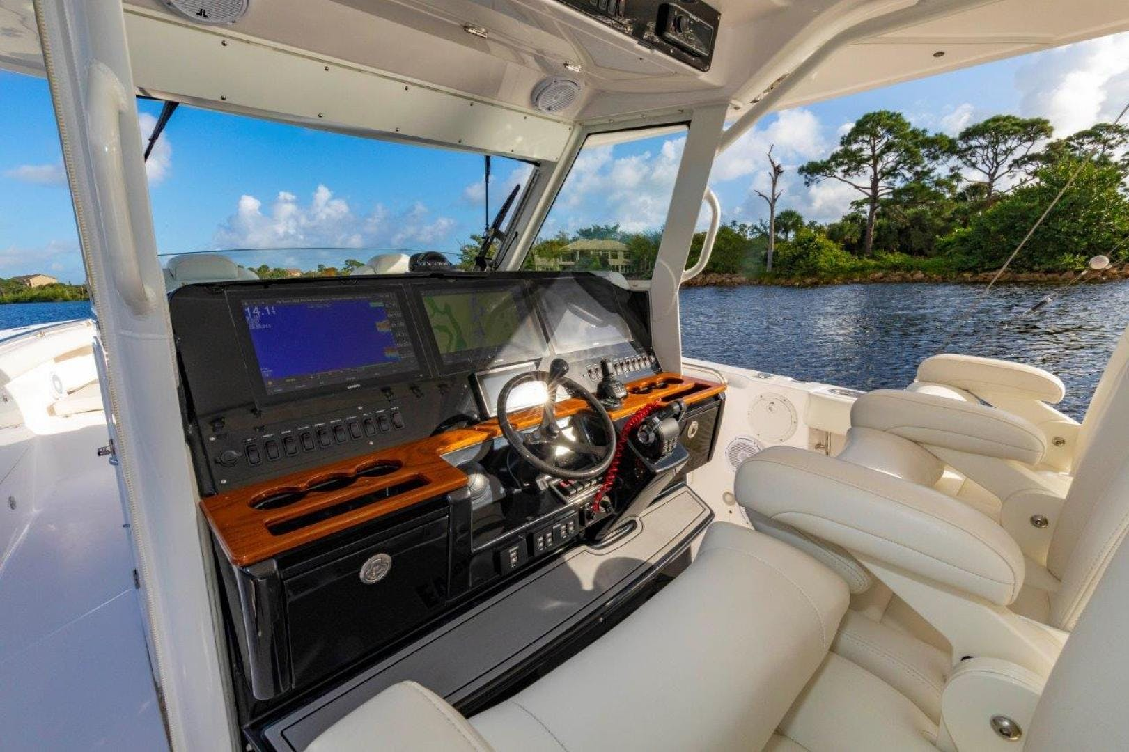 2019 Everglades 43' 435 Center Console Bahama Papa | Picture 3 of 40