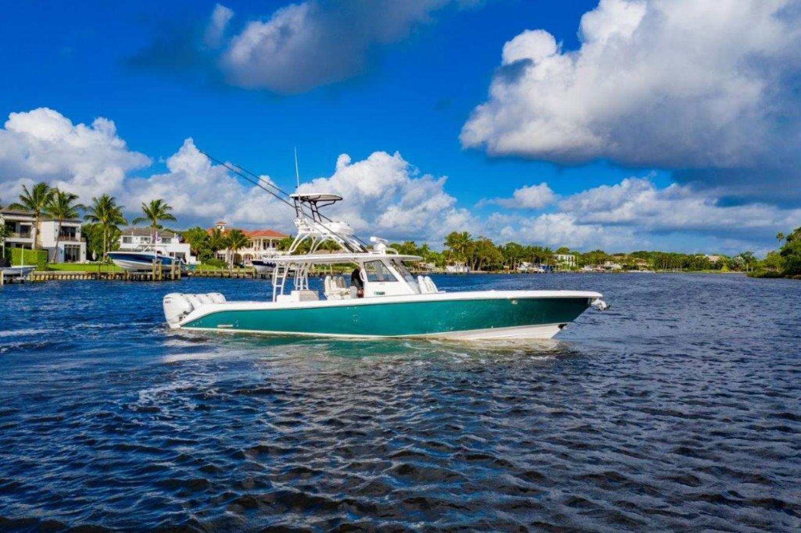 43' Everglades 2019 435 Center Console Bahama Papa