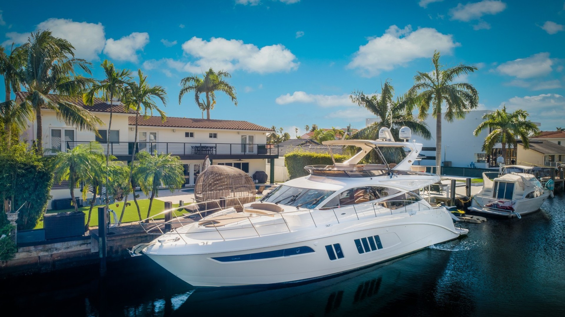 65' Sea Ray 2016 L650 Flybridge Thinks Its His