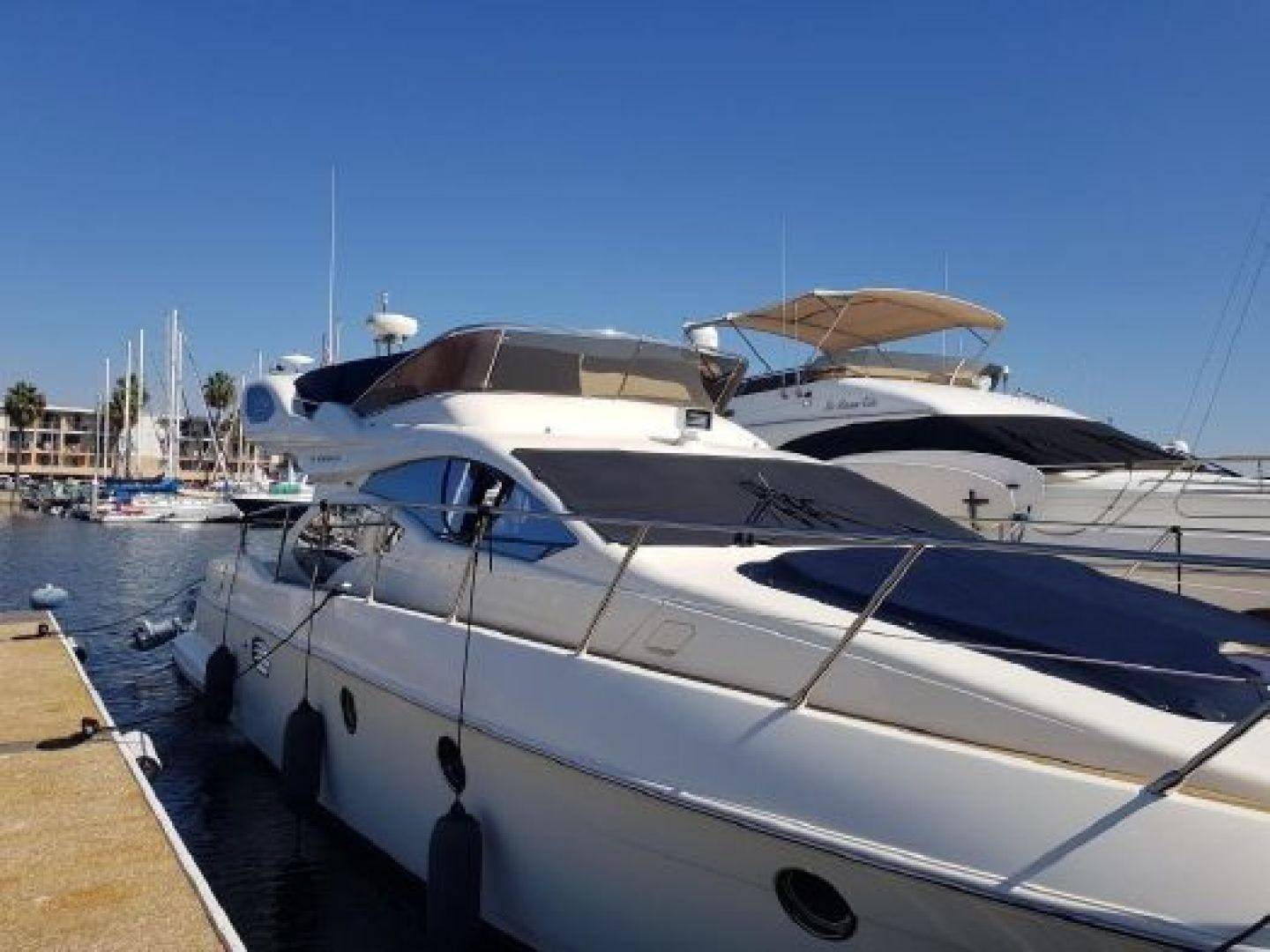 2006 Azimut 43' 43    Picture 3 of 21