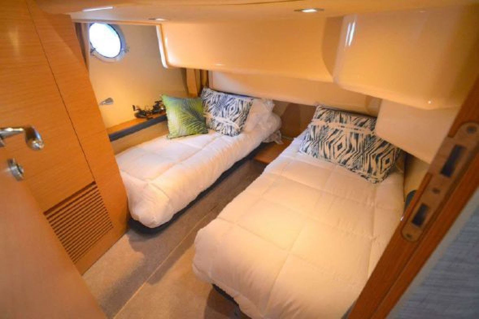 2006 Azimut 43' 43    Picture 8 of 21