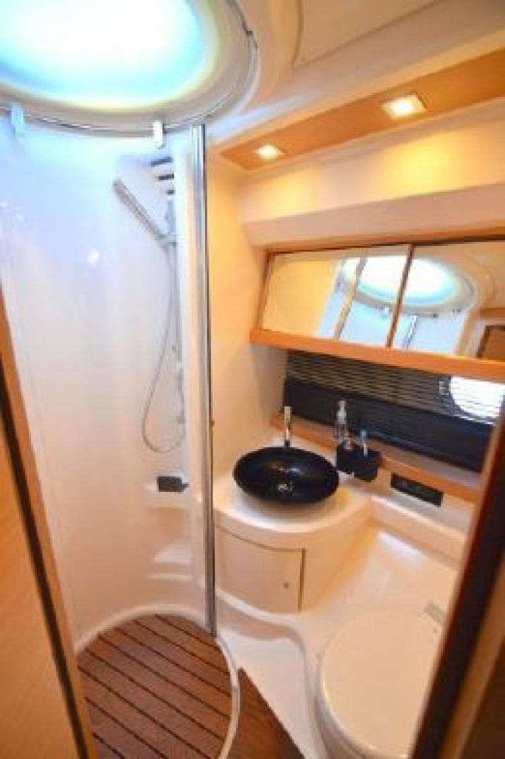 2006 Azimut 43' 43    Picture 7 of 21