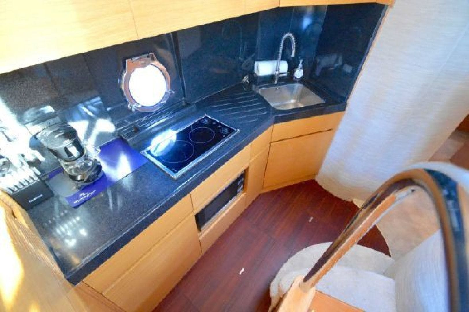 2006 Azimut 43' 43    Picture 2 of 21