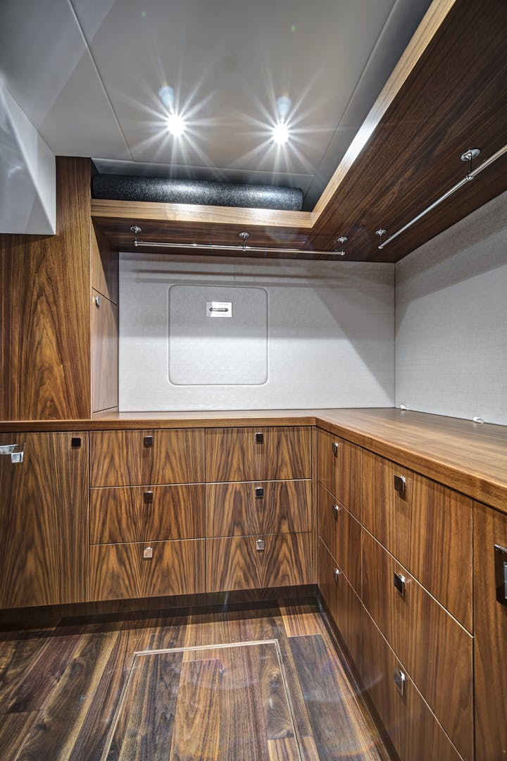 2019 Sunseeker 86' 86 Yacht It's Noon Somewhere   Picture 4 of 72