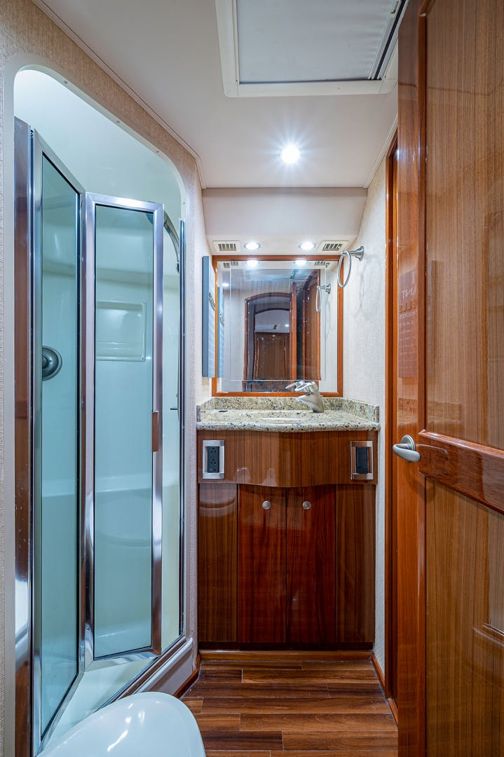2007 Viking 64' Enclosed Bridge Scoped Out   Picture 4 of 72