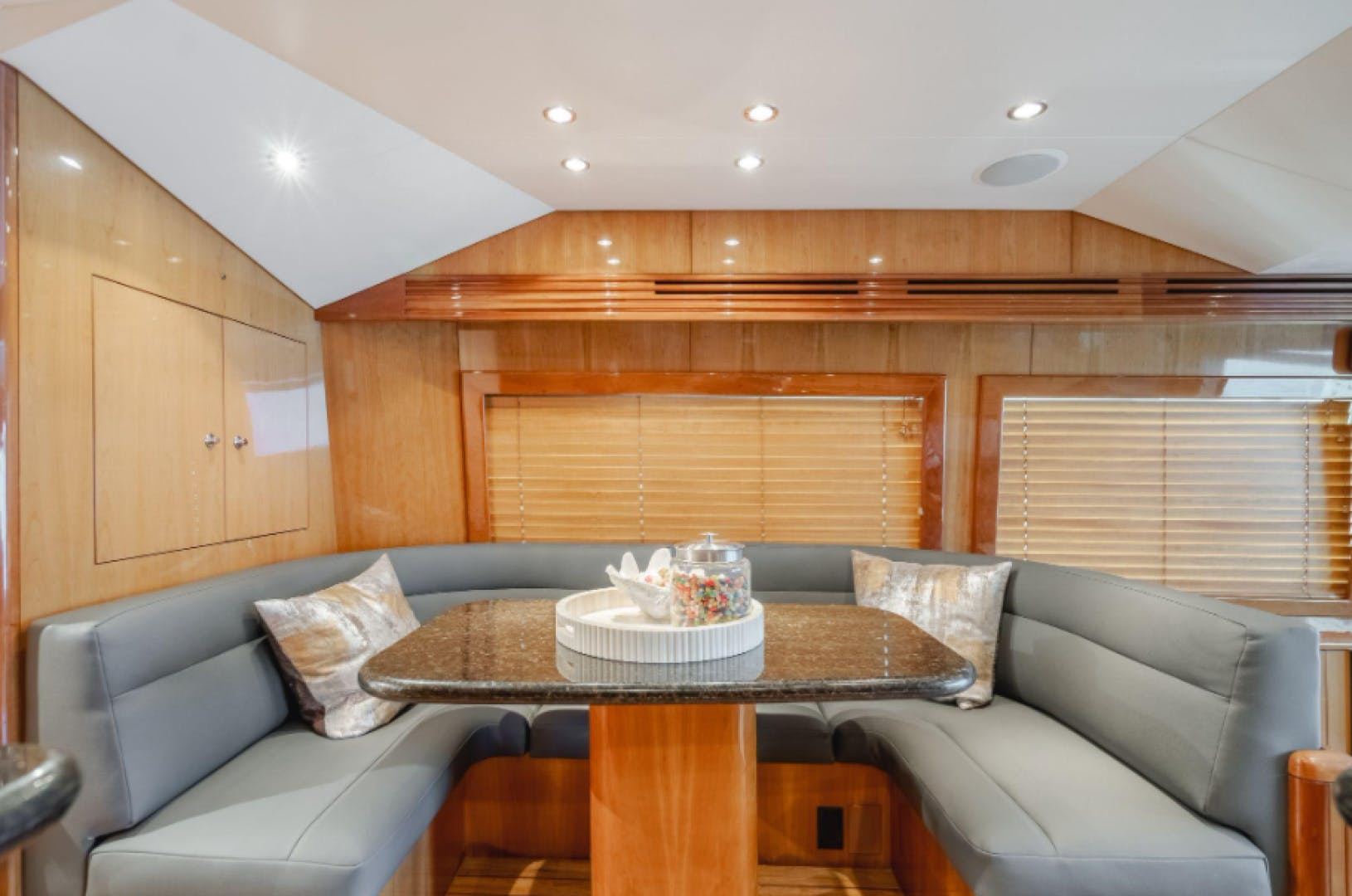 2006 Hatteras 64' Sport Fisher 7 P'S | Picture 8 of 30