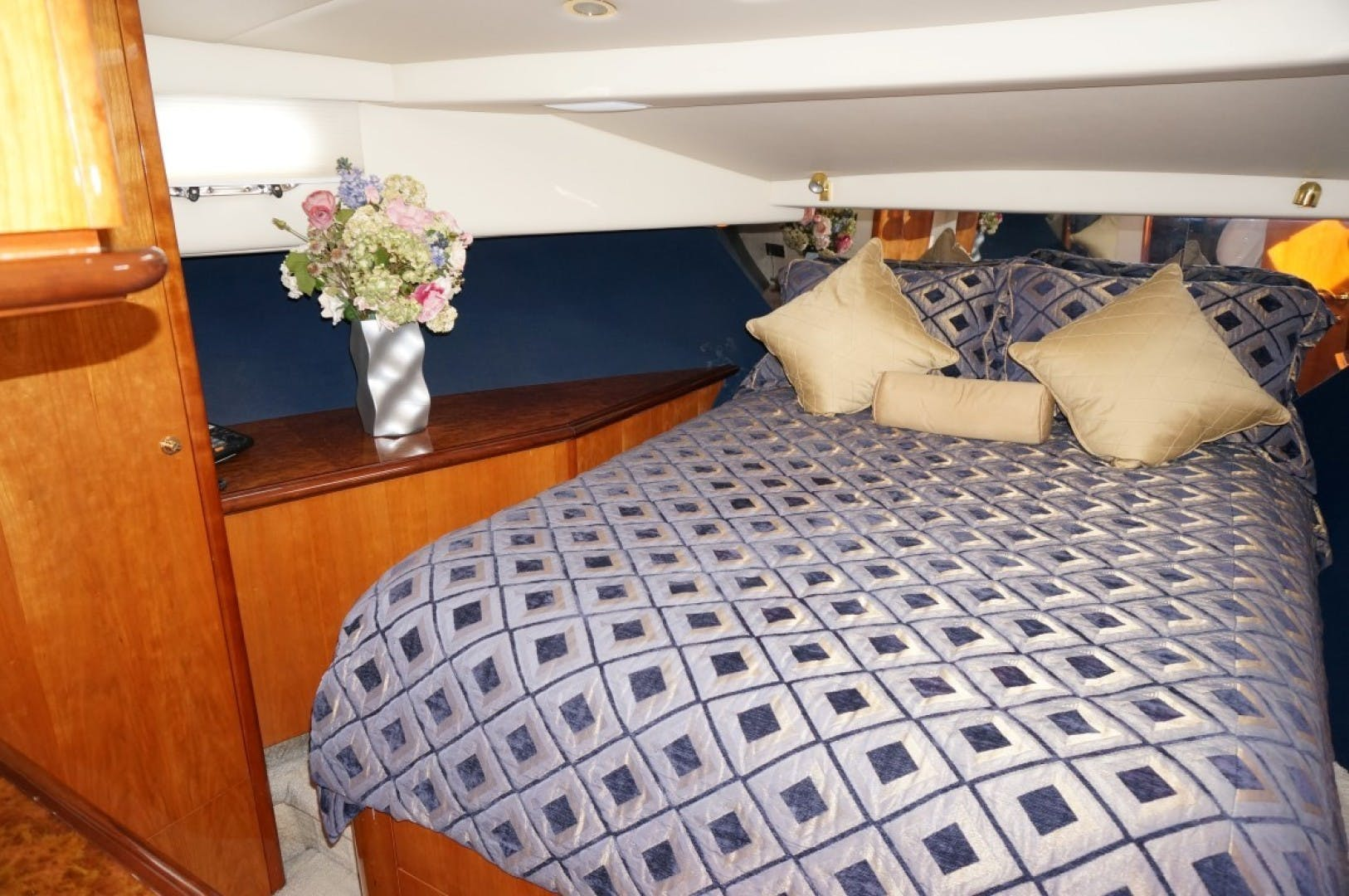 2000 Queenship 68' Admiralty Series Sweet Lady | Picture 4 of 72