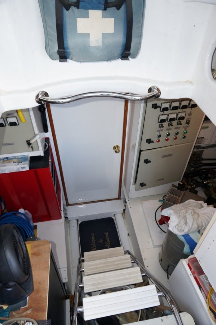 2000 Queenship 68' Admiralty Series Sweet Lady | Picture 5 of 72