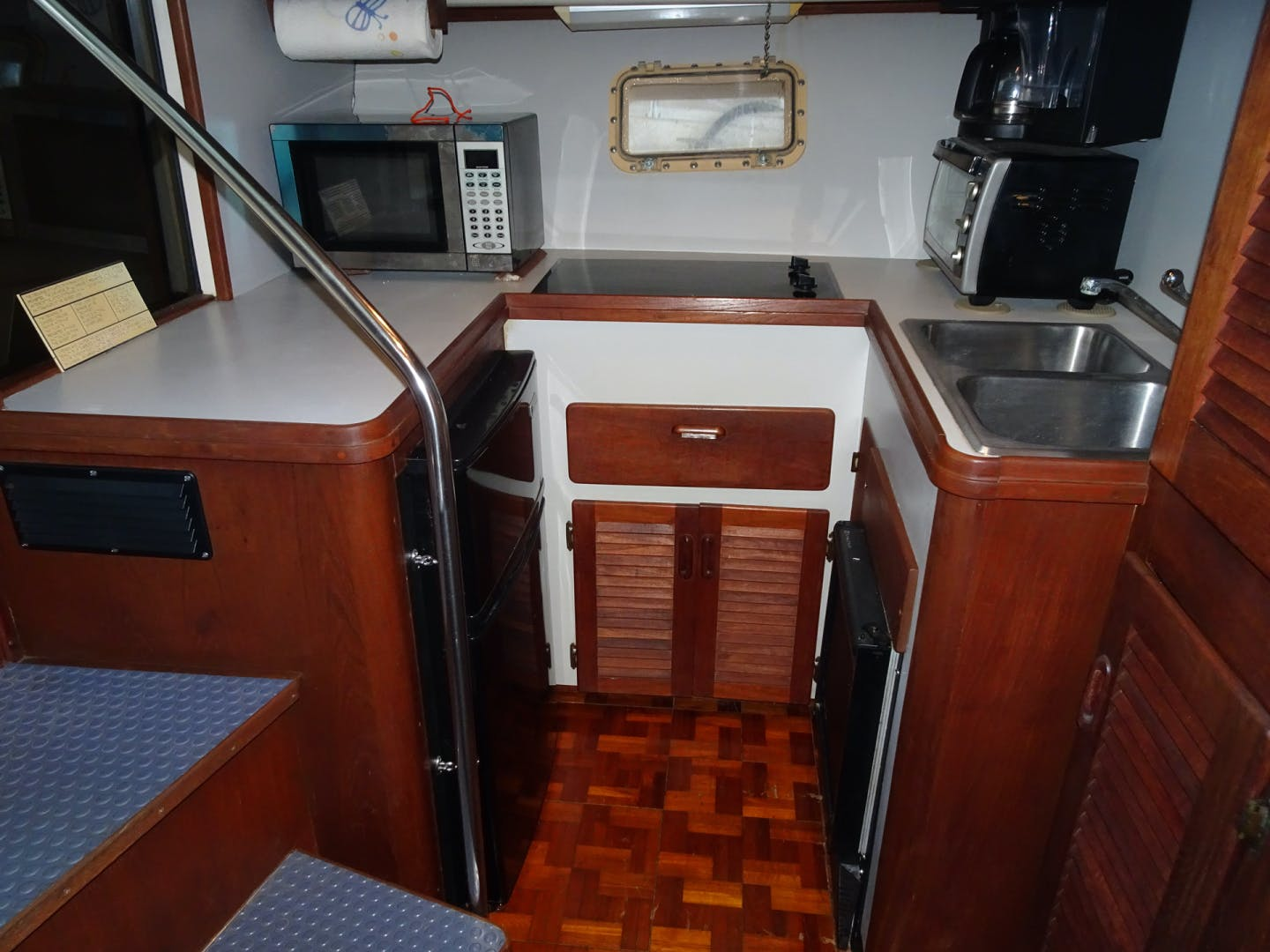 1985 Tiara Yachts 36'  No Cents | Picture 4 of 17