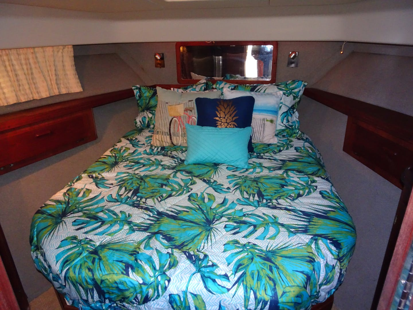 1985 Tiara Yachts 36'  No Cents | Picture 6 of 17