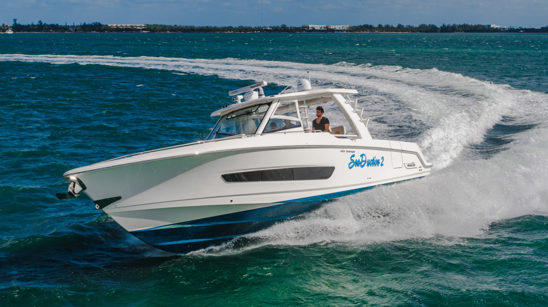 42' Boston Whaler 2016 Outrage Sea Duction