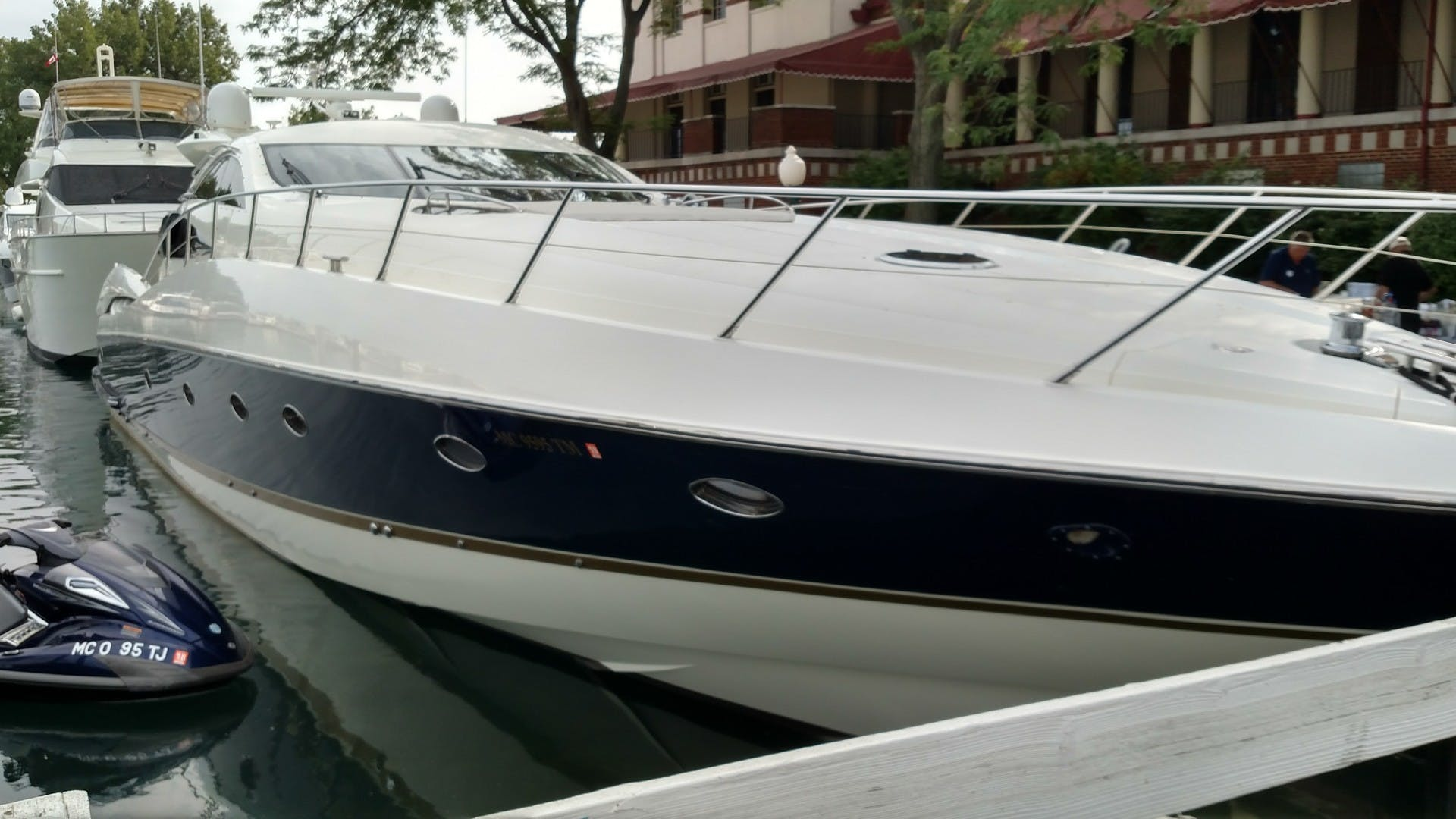 2000 Sunseeker 75' 75 Predator  | Picture 4 of 14