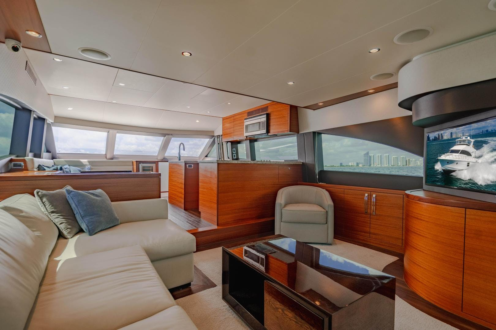 2019 Hatteras 60' M60 FREEDOM | Picture 8 of 78