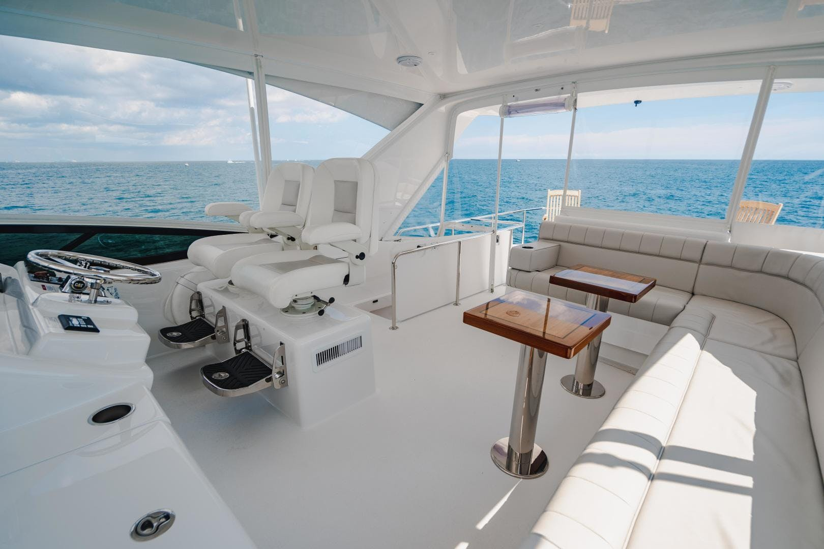 2019 Hatteras 60' M60 FREEDOM | Picture 1 of 78