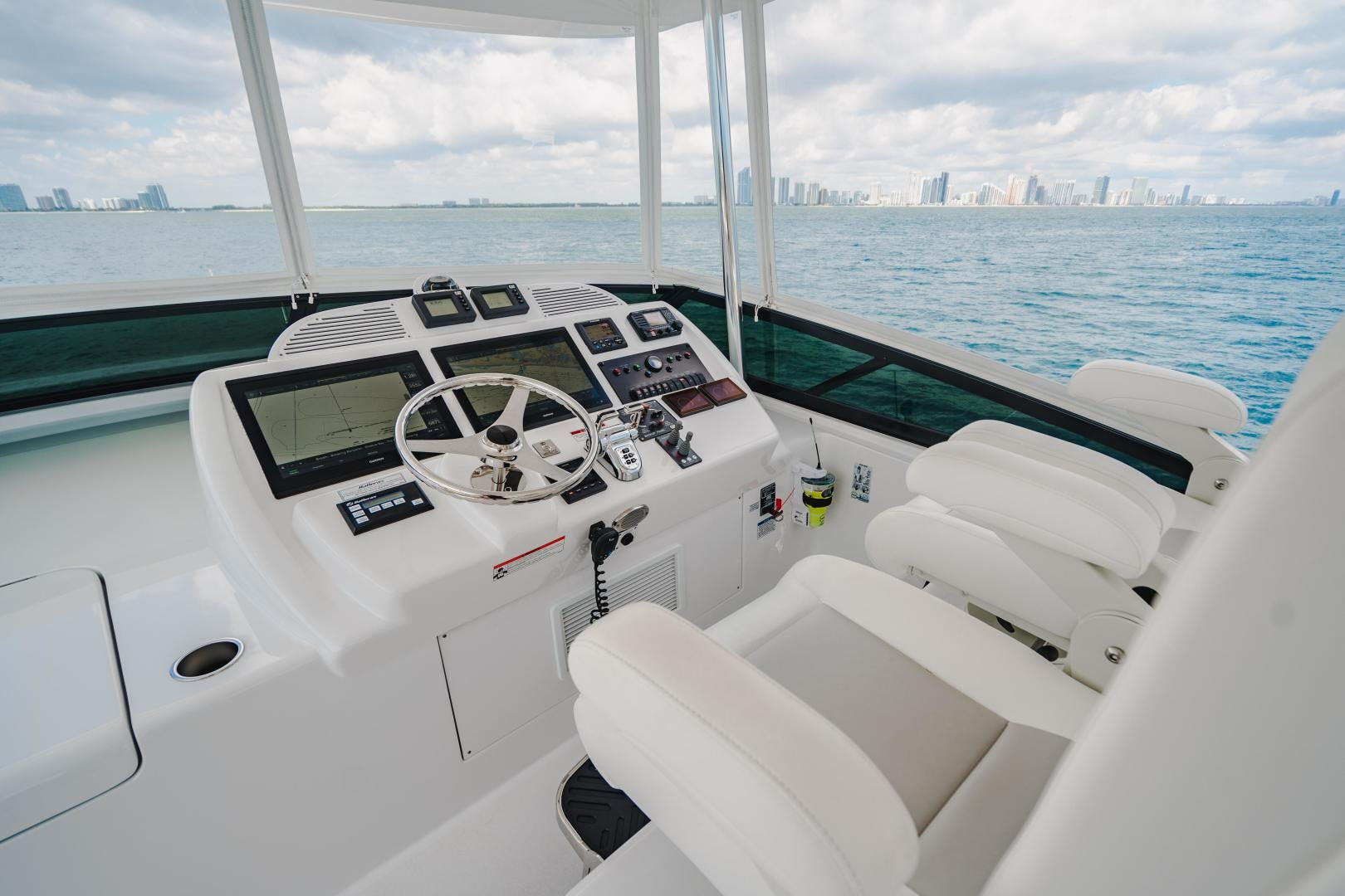 2019 Hatteras 60' M60 FREEDOM | Picture 3 of 78