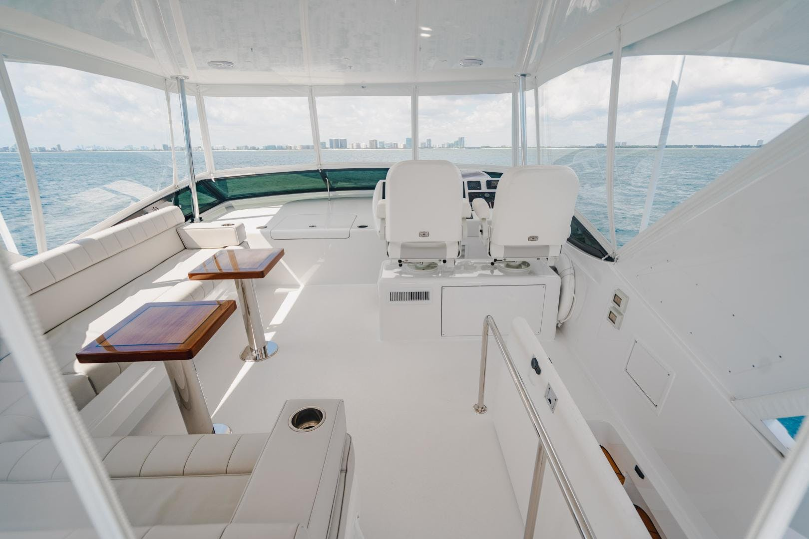 2019 Hatteras 60' M60 FREEDOM | Picture 6 of 78