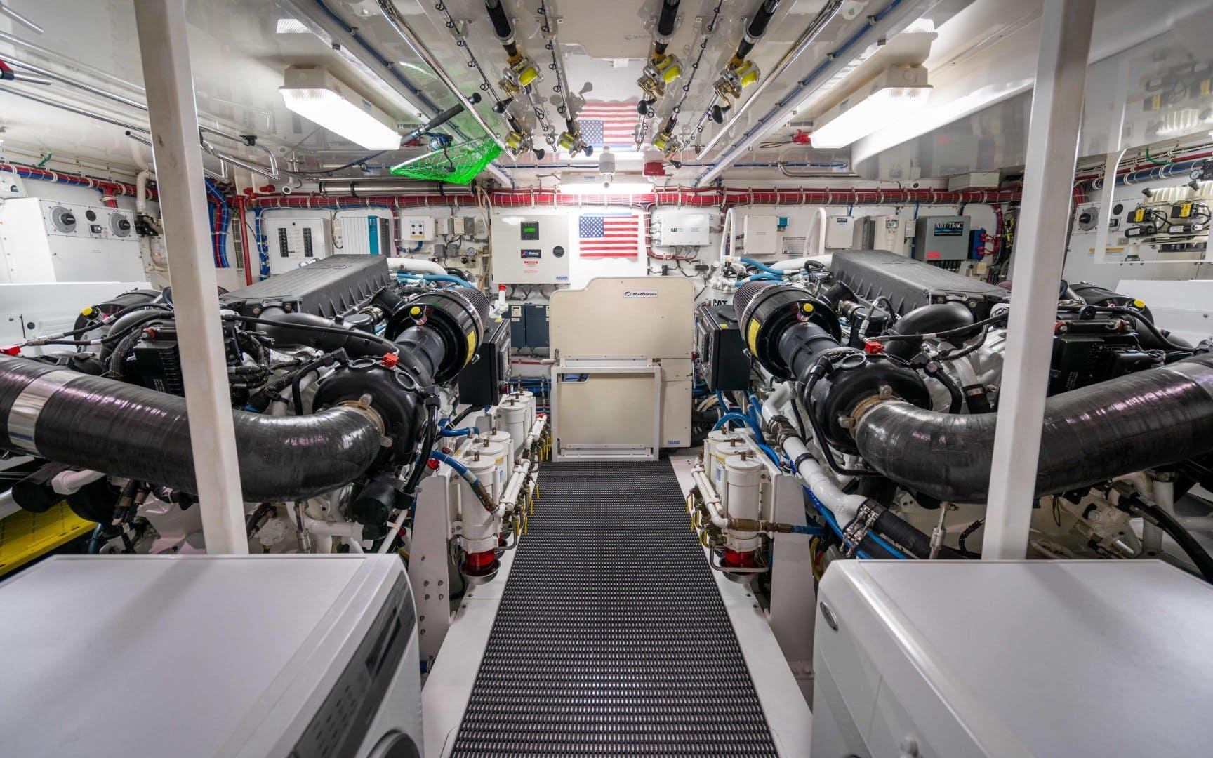2012 Hatteras 80' 80 Motor Yacht Khaleesi | Picture 5 of 31