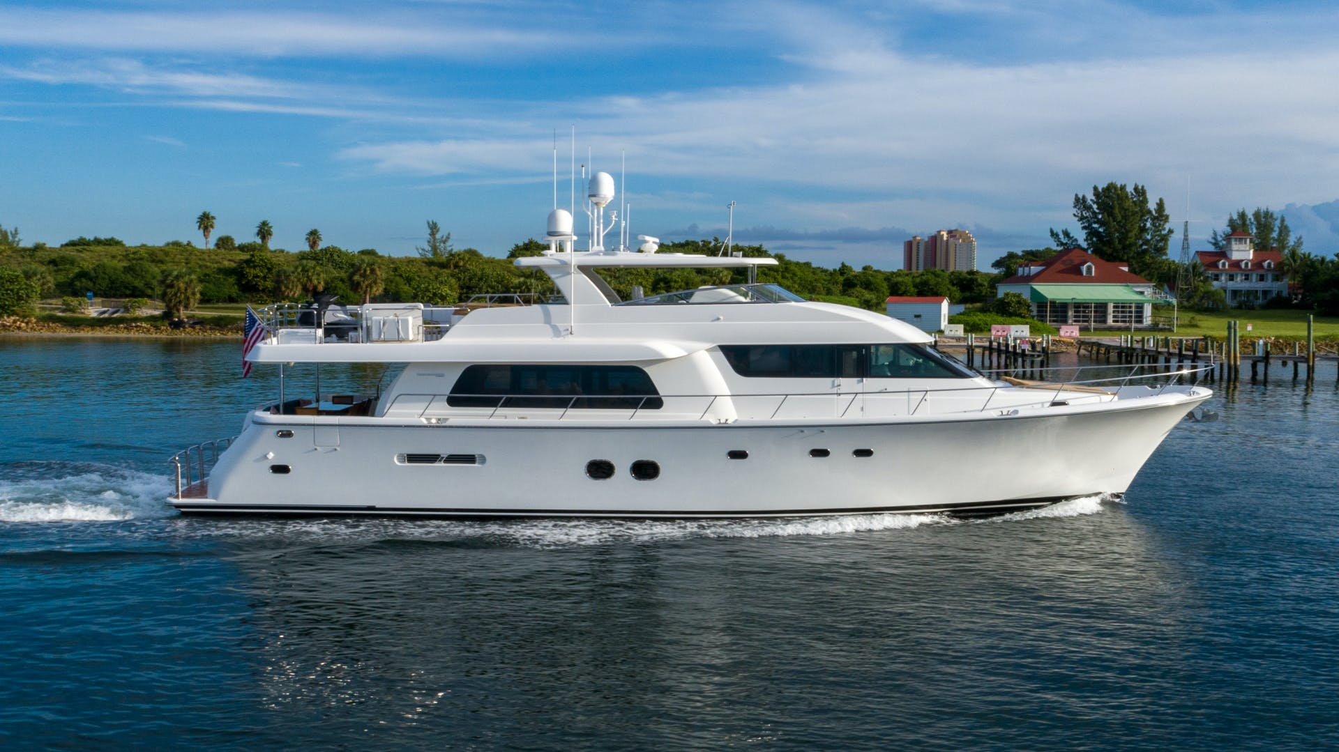 2013 Pacific Mariner 85'  SEAS THE MOMENT   Picture 2 of 124