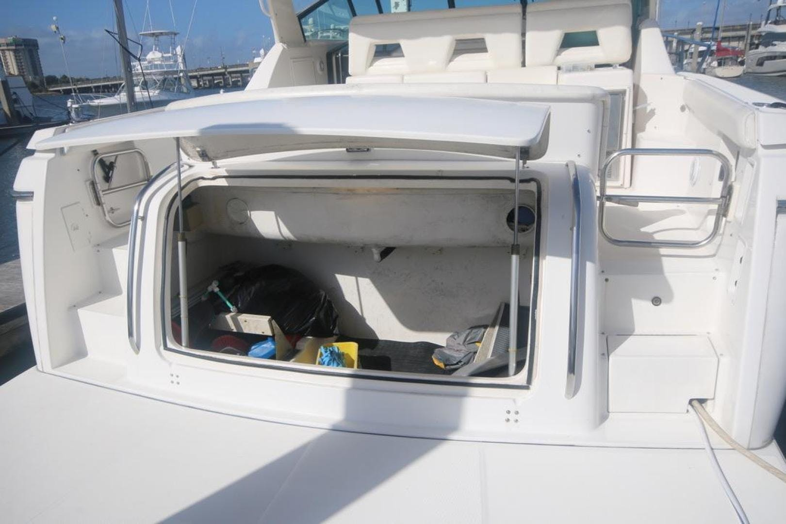 2001 Tiara Yachts 41'     Picture 4 of 12