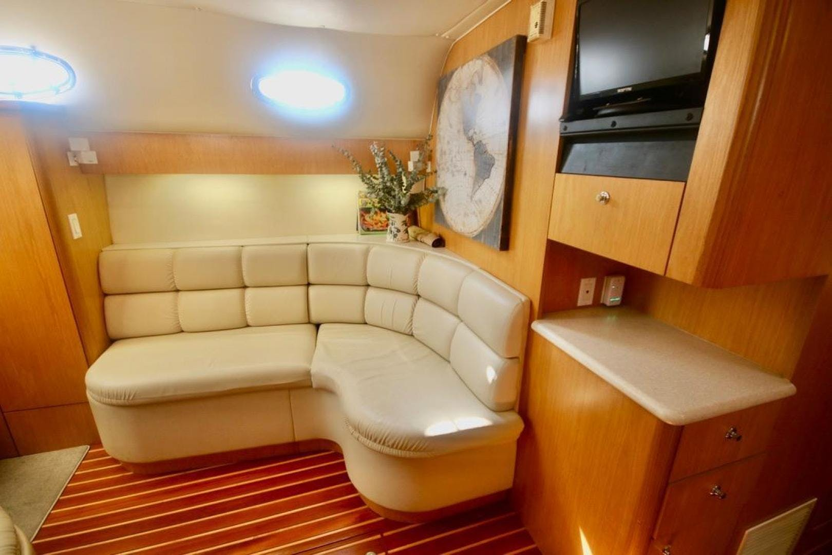 2001 Tiara Yachts 41'     Picture 3 of 12