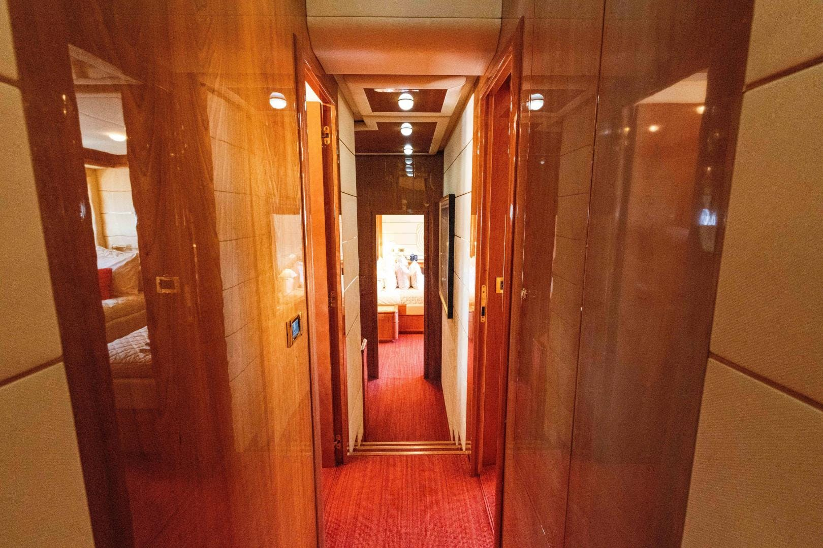 2006 Ferretti Yachts 88'  KAVITA | Picture 4 of 51