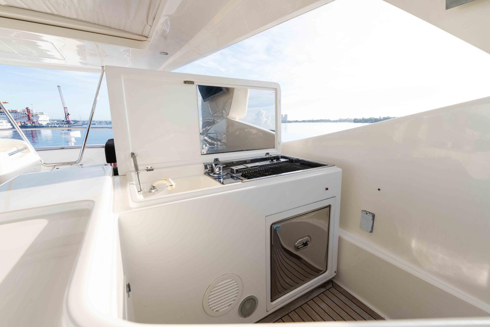 2006 Ferretti Yachts 88'  KAVITA | Picture 7 of 51