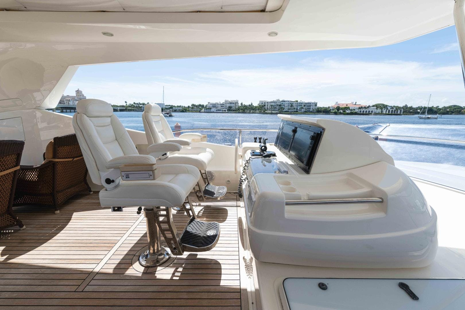 2006 Ferretti Yachts 88'  KAVITA | Picture 2 of 51