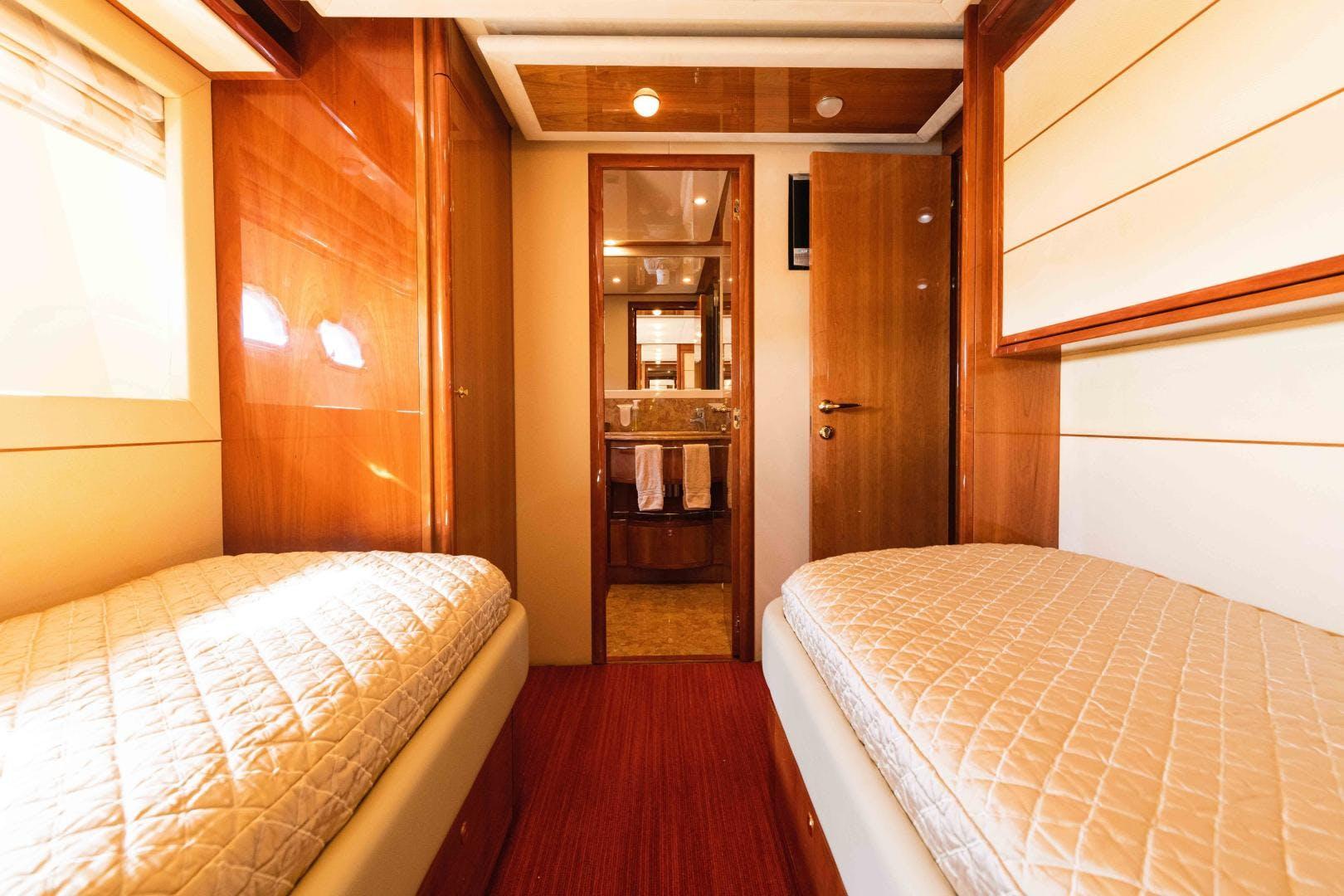2006 Ferretti Yachts 88'  KAVITA | Picture 6 of 51