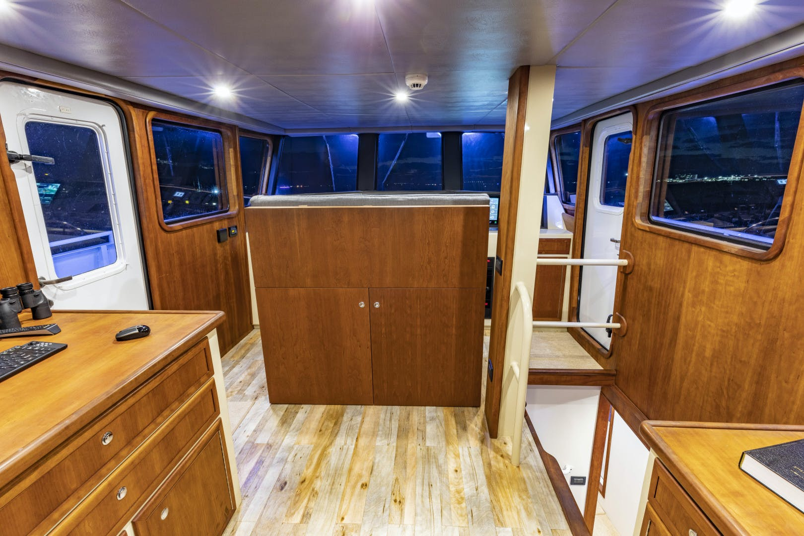 2018 GlassTech 96' Expedition Yacht Reset   Picture 3 of 81