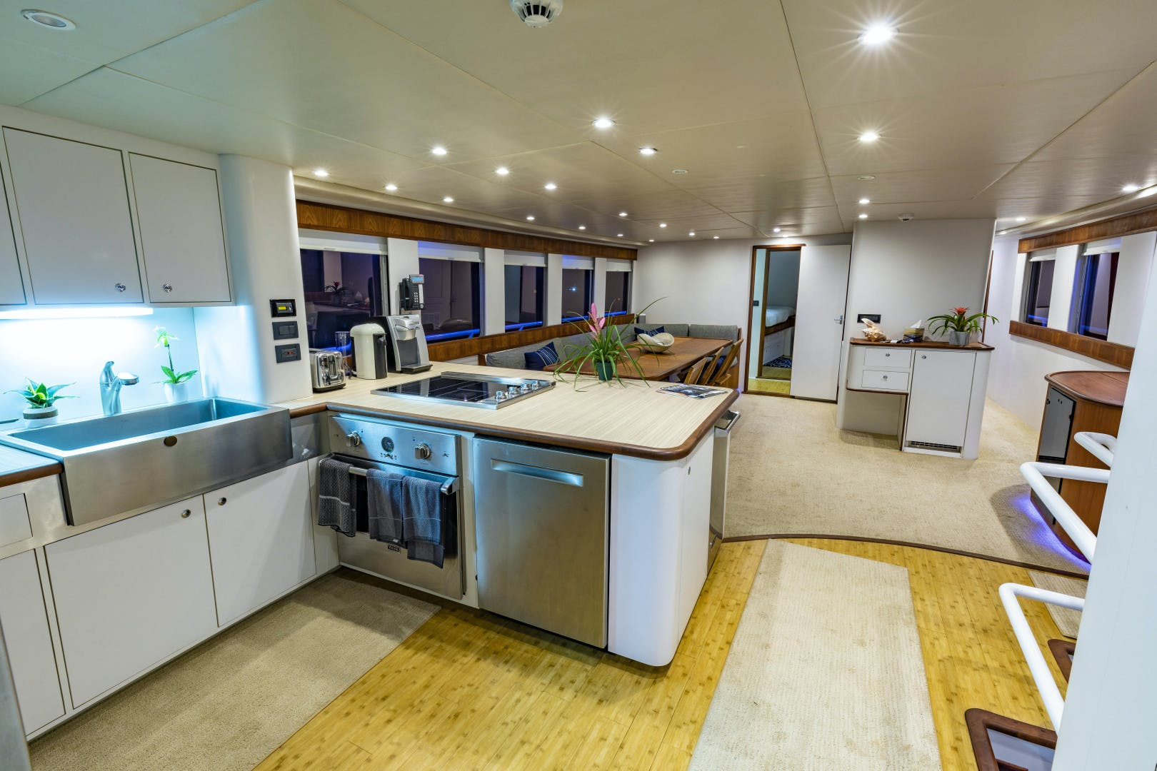 2018 GlassTech 96' Expedition Yacht Reset   Picture 2 of 81