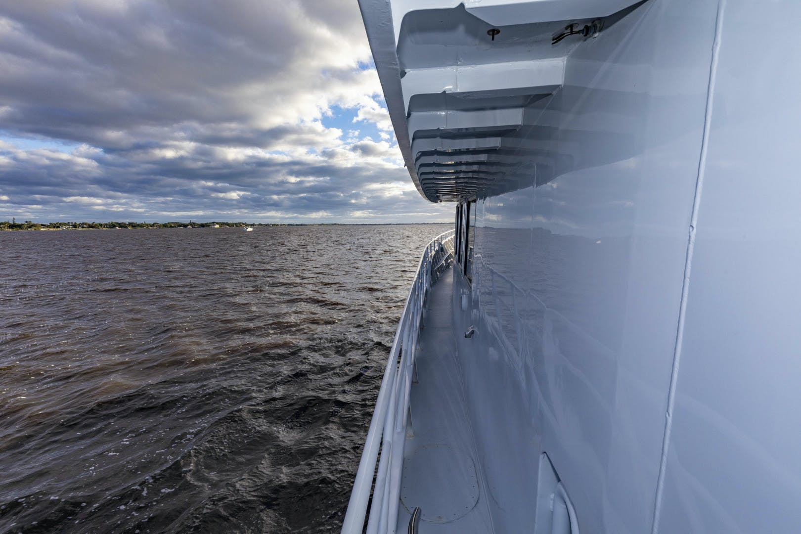 2018 GlassTech 96' Expedition Yacht Reset   Picture 5 of 81