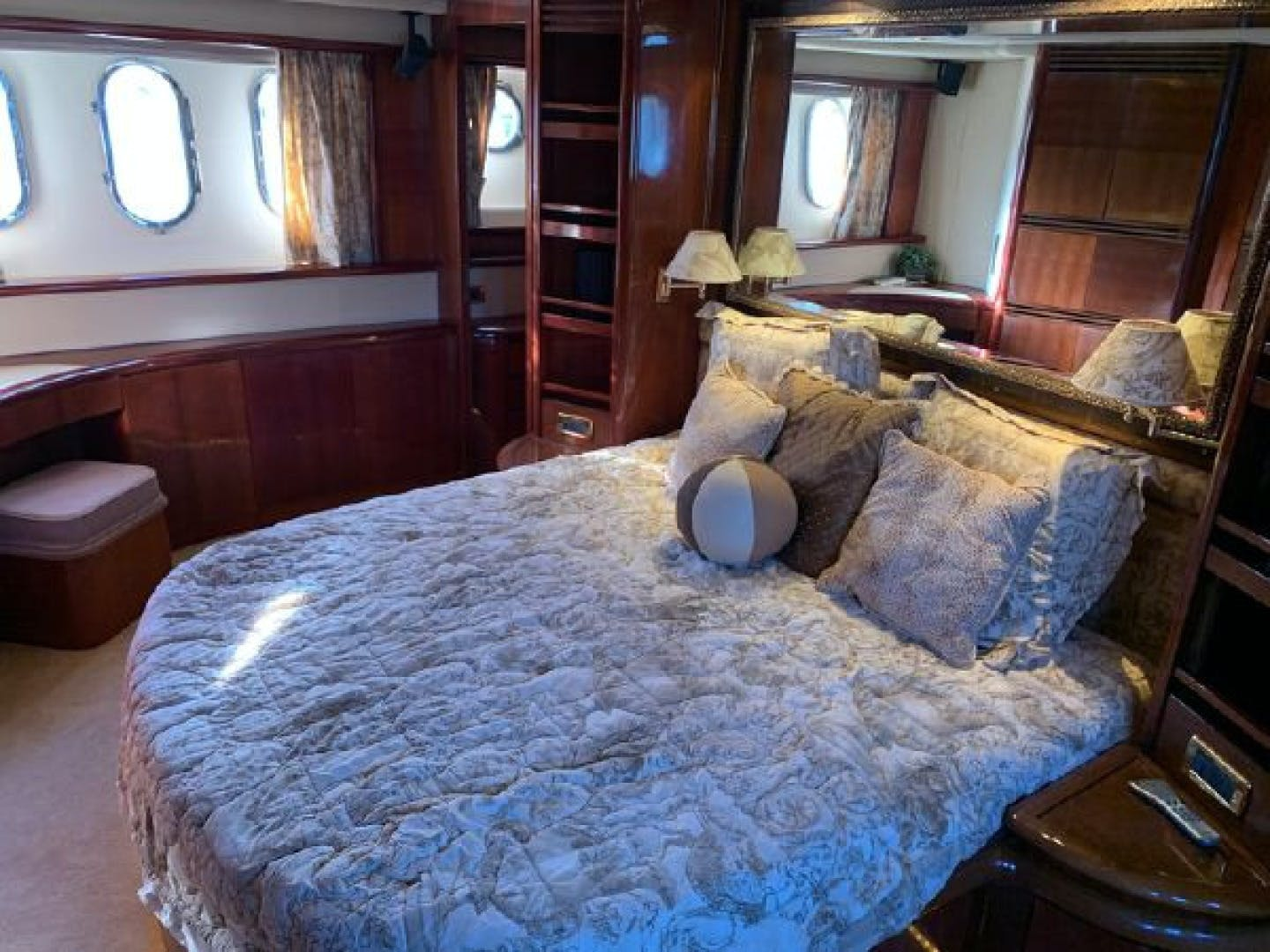 2003 Azimut 74' 74 Solar  | Picture 7 of 40