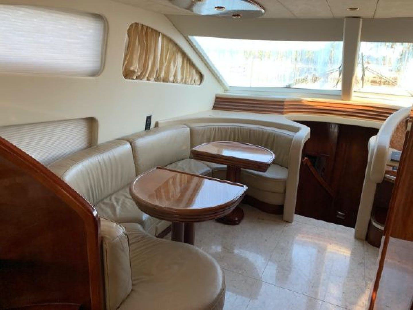 2003 Azimut 74' 74 Solar  | Picture 5 of 40