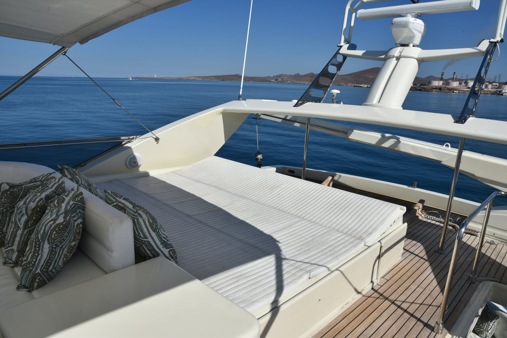 1997 Ferretti Yachts 80' 80    Picture 6 of 36