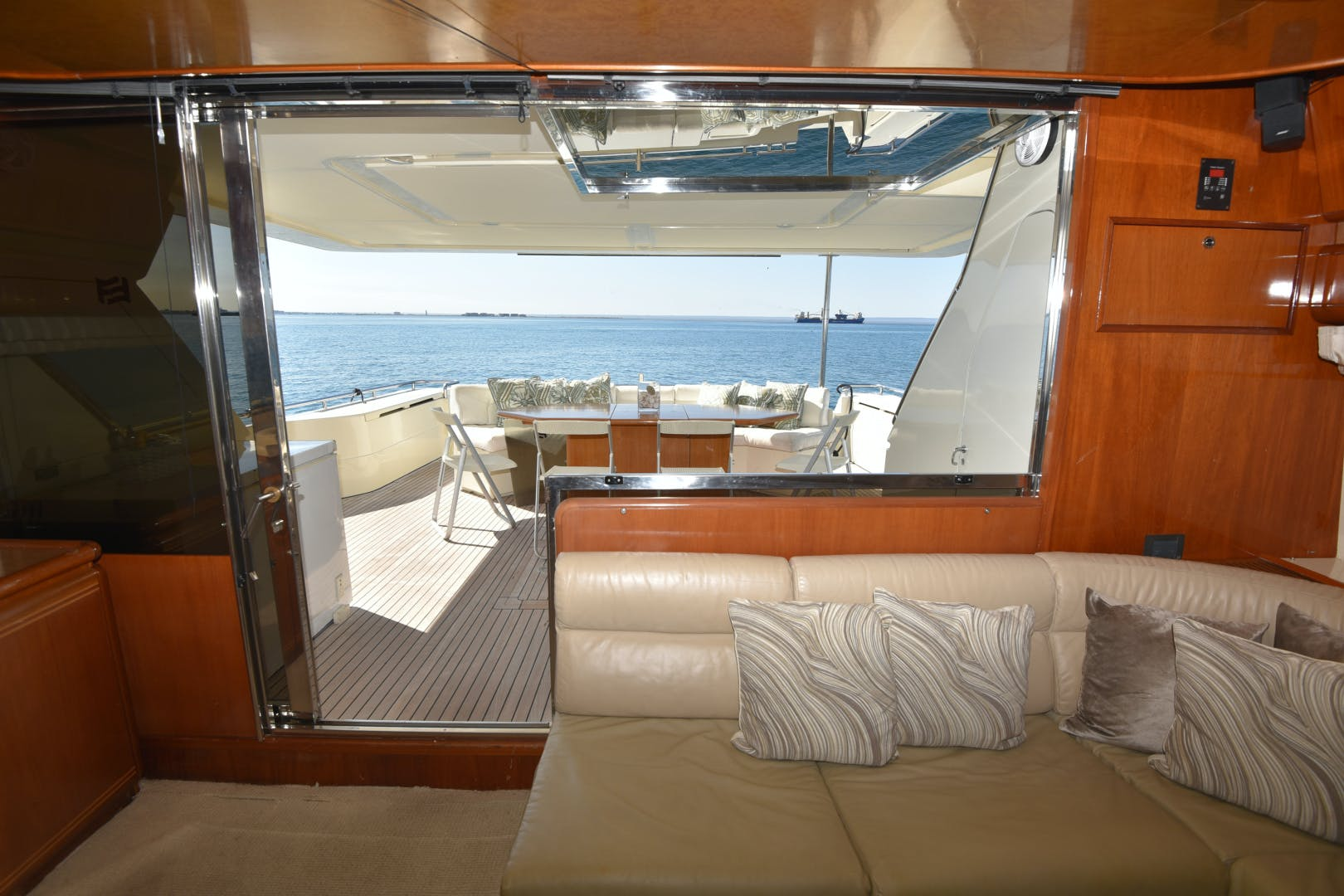 1997 Ferretti Yachts 80' 80  | Picture 8 of 36