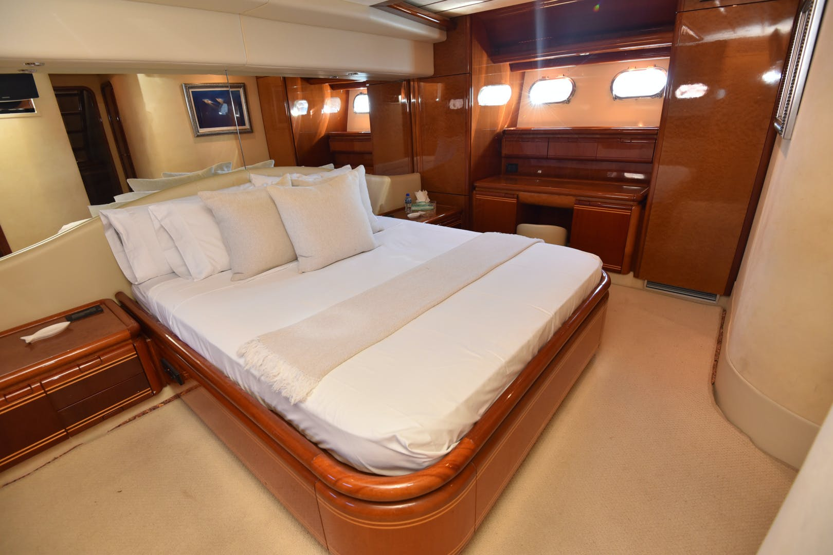 1997 Ferretti Yachts 80' 80  | Picture 6 of 36