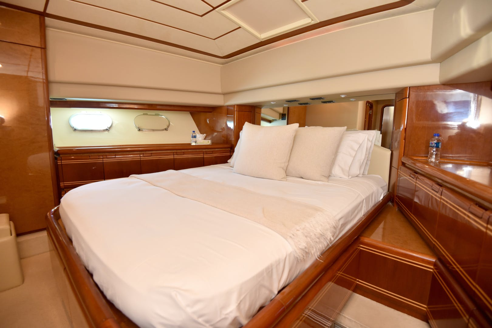 1997 Ferretti Yachts 80' 80  | Picture 5 of 36